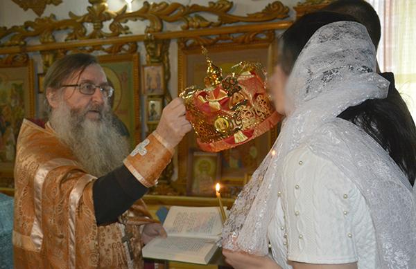 В исправительной колонии №3 УФСИН России по Алтайскому краю прошел обряд венчания.