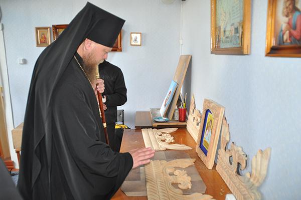 Художественную мастерскую посетил и благословил епископ Рубцовский и Алейский преосвященный Роман.