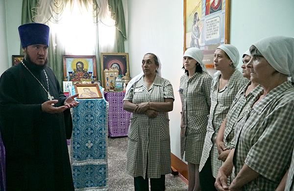 В ИК-11 УФСИН России по Алтайскому краю прошло богослужение по случаю Дня памяти святых апостолов Петра и Павла