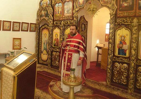 Церковное таинство провел благочинный Белоярского округа протоиерей Вячеслав Данькин, окормляющий ЛИУ-8.