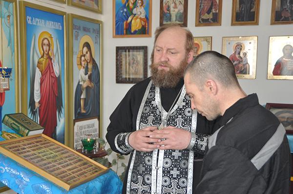 Осужденные в ИК-10 УФСИН России по Алтайскому краю приняли участие в таинстве исповеди.