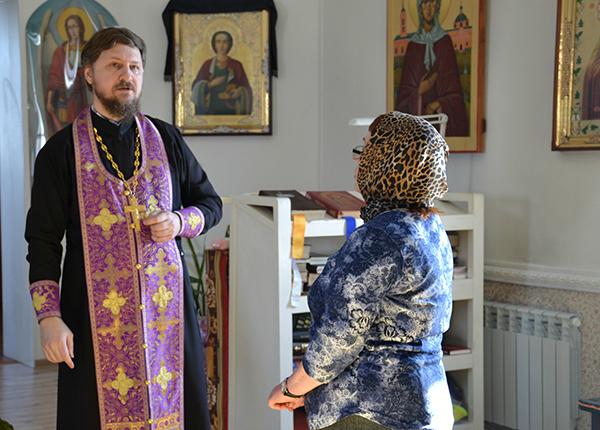 Осужденные из КП-7 УФСИН России по Алтайскому краю приняли участие в богослужении в храме Успения Пресвятой Богородицы.
